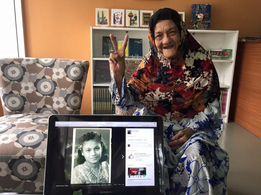 Puan Normah Majawali, comel jer buat peace :)